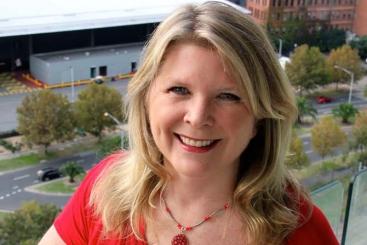 Portrait of Google Analytics expert Melinda Samson